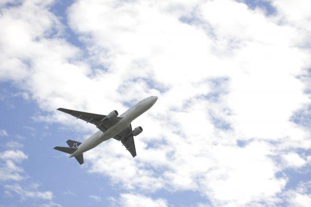 飛行機旅立ち