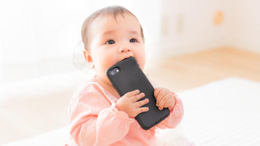 赤ちゃん×スマートフォン