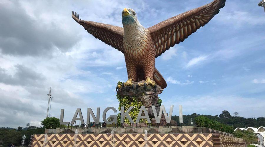 ランカウイ島ワシの像